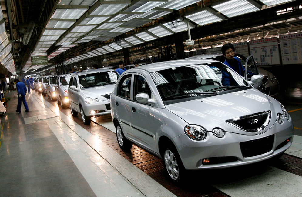 Chinese automotive workers check Chery QQ6 model cars as they come off the assembly line at their factory in Wuhu, Anhui Province, 07 December 2007. The company may delay its planned entry into the US and European markets because of problems meeting tougher regulations. It usually takes at least 24 to 36 months of testing to meet US crash test standards, which means Chery would likely not have vehicles ready for delivery before 2011, at the very earliest. AFP PHOTO/Mark RALSTON CHINA-US-AUTO-COMPANY-CHERY