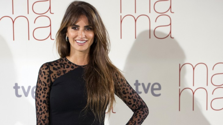 """Spanish actress Penelope Cruz poses during the photocall for the film """"Ma Ma"""" in Madrid on September 8, 2015. AFP PHOTO / CURTO DE LA TORRE"""